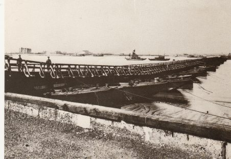 Pontoon Bridge over the Thames 1915