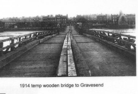The Tilbury to Gravesend pontoon bridge 1915-1918