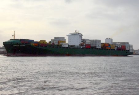SONCHE TRADER leaving the Thames