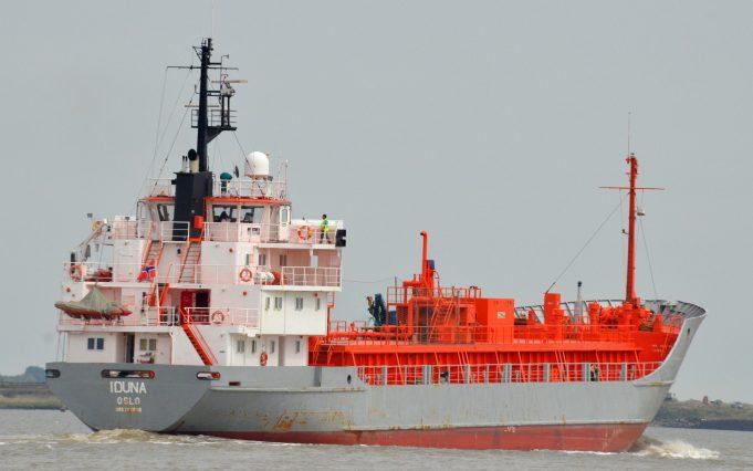 IDUNA leaving the Thames | Jack Willis