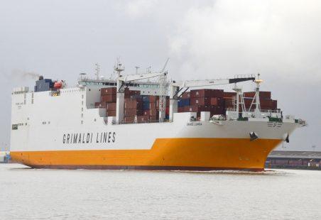 GRANDE LUANDA leaving the Thames