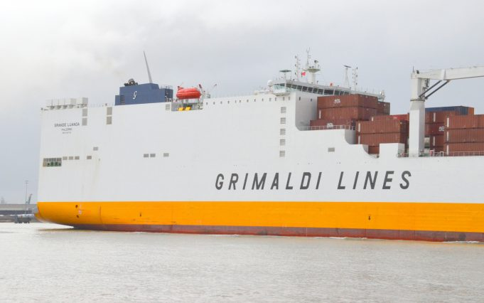 GRANDE LUANDA leaving the Thames | Jack Willis