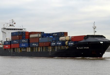 DS BLUE OCEAN off Tilbury