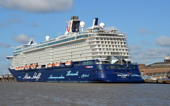 MEIN SCHIFF 3 on the Tilbury landing stage | Jack Willis