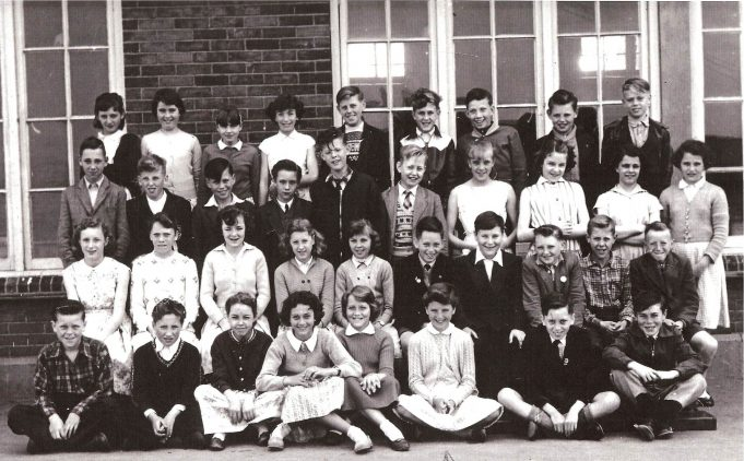 1958 2nd year at St Chads - Back row - Maureen Saunders, Maureen Smith ? Sandra Wakeling, Ray Dines, Robert Gilbert, ? Harold Girt, John Shovlar.    Second row - Raymond Mann, Michael Barret, Frankie Gray, David Wingham, Barry Palmer ? Linda Humphries, Caroline Haines, ? ?.    Third row - ? ? Carol Reynolds, Iris Powell, Christine Talbot, Tony Keeble (Twin), Terry Downman, Michael Durrell, Andy Reynolds, Ronnie Atkinson.    Front row - Michael Fox,  Peter Taylor, Pat May, Pat Hutson, Carol Cox, Valerie Parchment, Terry Keeble (Twin), David Grant. | Cliff Cowin