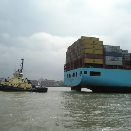 MAERSK LAGUNA,AND TUG SVITZER BRUNEL, IN TOW. | John Smith