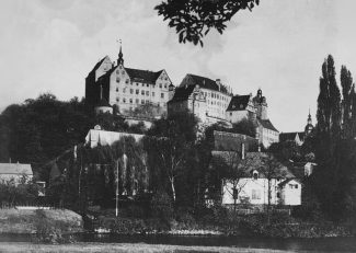 Colditz Castle in April 1945; photo taken by a U.S. Army soldier | Wikipedia