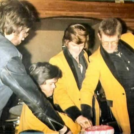 Cutting cake at their last gig (Robinson Crusoe) | Mick Nash and www.teddyboysreunited.co.uk