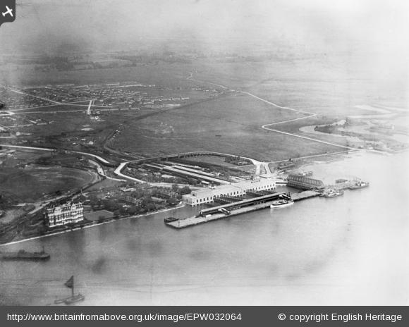 Aerial view Tilbury Hotel and Landing Stage 1930 | English Heritage www.britainfromabove.org.uk