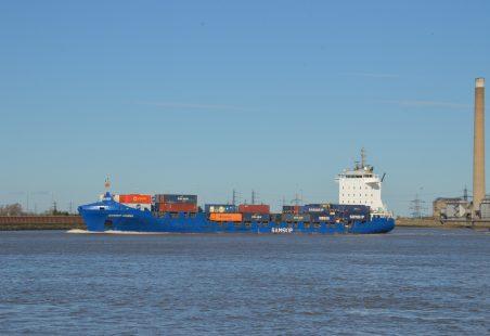 SAMSKIP COURIER on the Thames