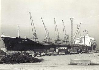 JEAN in Tilbury Docks   Jack Willis