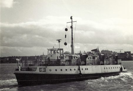 EDITH leaving Tilbury landing stage