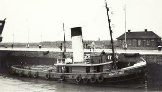 ATLANTIC COCK in Tilbury locks | Jack Willis