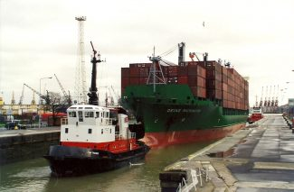 DEIKE RICKMERS in the locks | Jack Willis