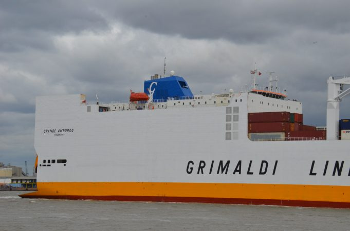 GRANDE AMBURGO leaving the Thames | Jack Willis
