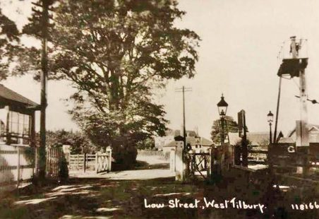 A pre-WWI view of Low Street level crossing facing north-west